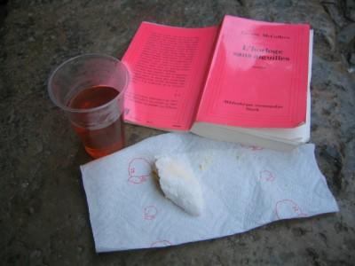 corne de gazelle, thé à la menthe et un bouquinage